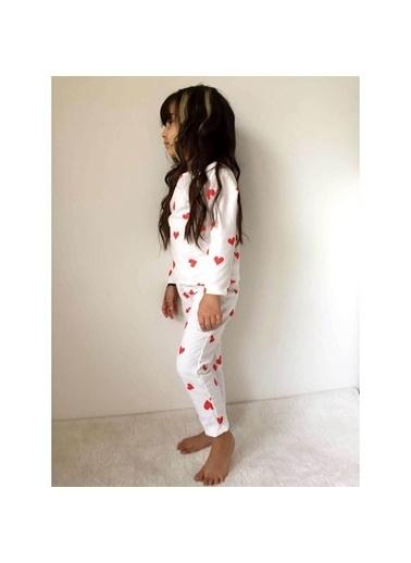 Quzucuk Kids Kız Çocuk Kalp Figürlü Beyaz Pijama Takımı Renkli